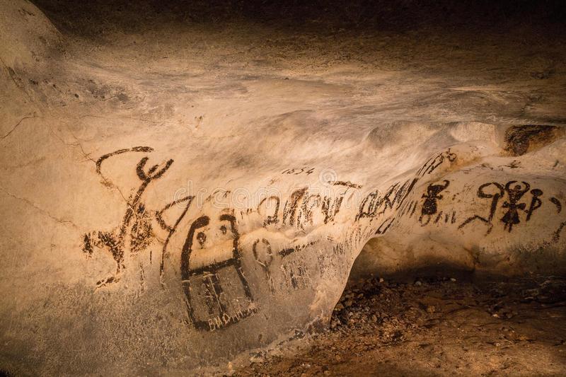 schöne-höhlenzeichnungen-46572934.jpg