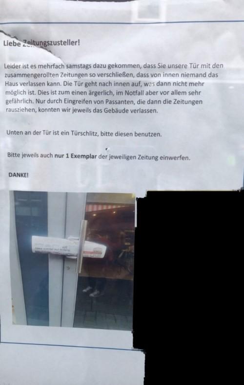 ZeitungTür.jpg